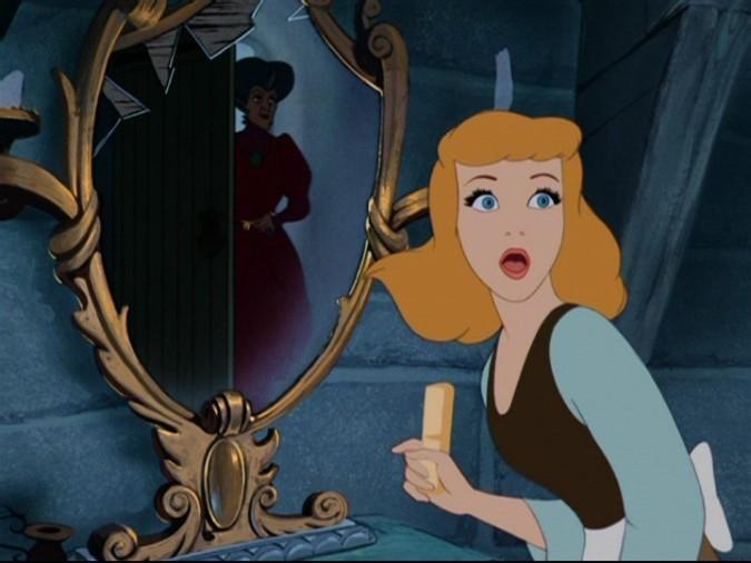 la-protagonista-e-la-matrigna-in-una-drammatica-scena-del-film-d-animazione-cenerentola-142040
